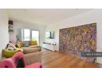 1 bedroom flat in Dickens Yard, London, W5 (1 bed) (#876785)
