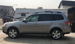 2009 Subaru Forester - fully loaded, low kms!