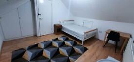 Double room in Hayes, Heathrow. 2 Weeks deposit. All bills included.