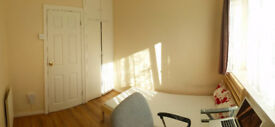 Gay friendly flat!!! single room Available 29 Oct!