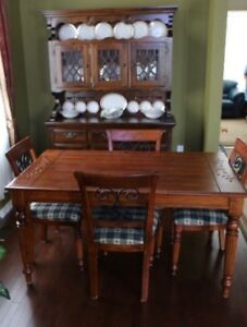 Dining room Suite in Mint Condition