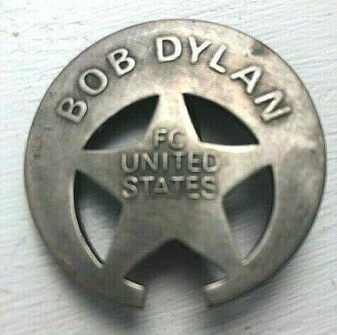 "BOB DYLAN  ""FC United States""  Crescent Moon Fan Club Metal Badge 2004?"