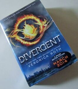 * DIVERGENT *  by VERONICA ROTH