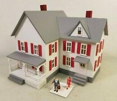 MODEL POWER 588 1/87 HO Scale KENNEDY'S HOUSE built up LIGHTED w/ 2 Figures NEW!