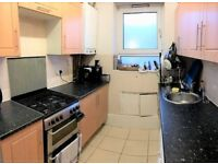 **ALDGATE EAST/BRICK LANE,E1**KING SIZE 3 DOUBLE BED APARTMENT,CLOSE TO LIVERPOOL ST TUBE