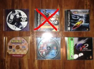 4 PlayStation One games + 1 PlayStation 2 game