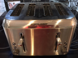BLACK & DECKER 4-SLICE TOASTER IN 'LIKE NEW' CONDITION!!
