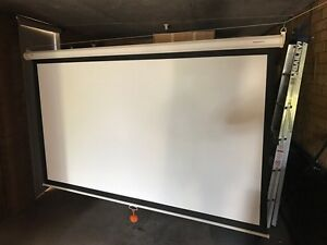 Grandview classic projector screen 2m x 1.5m Bexley Rockdale Area Preview