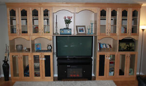 BEAUTIFUL LARGE MAPLE WOOD CABINET TV ENTERTAINMENT CENTER