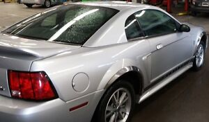 2000 Ford Mustang Coupe (2 door) V/6