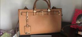 Carvella handbag