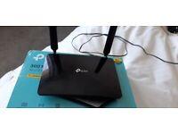 TP Link 4g broadband modem router, hardly used.