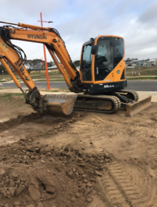LOW HOURS 2016 Hyundai Excavator R60CR-9 (6 Tonne)