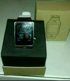 Smart watch (white) £35