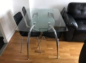 Table and chairs good condition can also deliver
