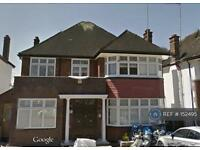 4 bedroom house in Highfield Gardens, London, NW11 (4 bed)
