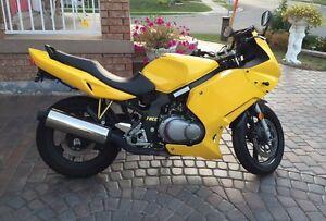 Suzuki GSF 04