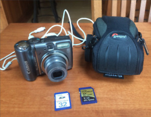 Canon PowerShot A590IS Digital Camera with Case and Memory Cards