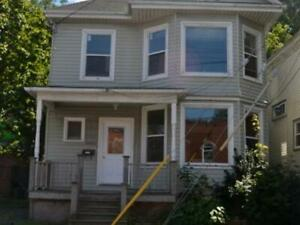 Summer Sublet- Internet, hot water, heating included (540/mth)