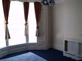 recently refurbished 2 bedroom flat in upper ground floor