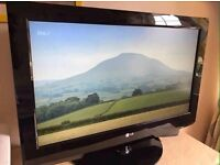 """Lg 32"""" Lcd Full Hd 1080p Slimline Tv Built In Freeview Remote & Stand Excellent Condition"""