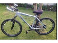 LAND ROVER DEFENDER MOUNTAIN BIKE