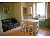 Fantastic, bright, 2 bedroom flat to rent in Gorgie area. Free on-street parking.