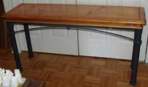 Très belle table (étagère) dont la base est en métal