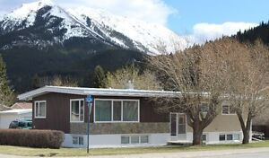 SPACIOUS HOME IN BLAIRMORE, CROWSNEST PASS