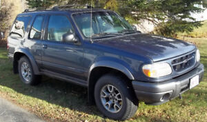 2000 Ford Explorer Coupe (2 door)