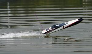 New RC Boat Brushless Electric Apparition Fiberglass Twin Hull Peterborough Peterborough Area image 4
