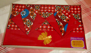Ensemble vintage 4 napperons et 4 serviettes de table