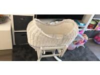 Wicker Moses basket with gliding stand