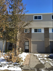 Large Townhome Available - APRIL 1 2018