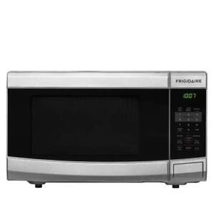 * Frigidaire 1.1 Cu. Ft Microwave CFCM1134LS Stainless Steel