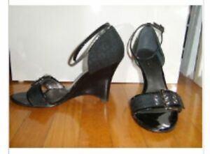 Guess wedge black