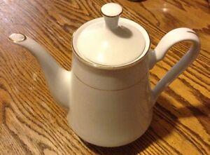 VINTAGE CROWN MING TEA SET WHITE GOLD TRIM BY JIAN SHIANG Gatineau Ottawa / Gatineau Area image 10
