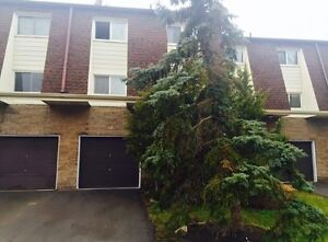 40 fairfax crt townhouse for sale close to UWO