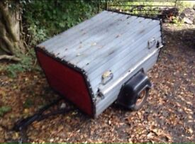 Trailer with lock aball lid