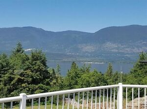 Beautiful Shuswap Lake View House - with large Rental Suite