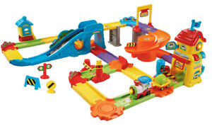 Vtech GO GO SMART WHEELS Train Station Playset (like new)