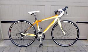 Trek 2.1 WSD Road Bike (White/Orange) - Excellent Condition