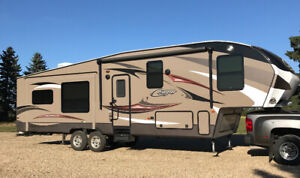 Immaculate 32ft 2015 Cougar High Country Fifth Wheel