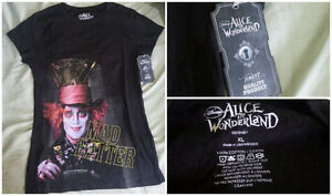 Disney's/Tim Burton Alice in Wonderland T-Shirt Plus Key Chain