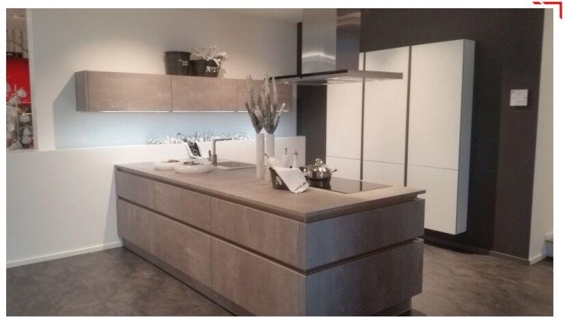 Concept 2 große grifflose Betonküche mit allen Extras und Siemens Geräten