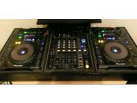 2 CDJ 900 with a DJM 700 mixer