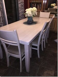 Beautiful Dining Table and Bench For Sale