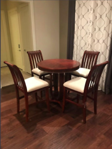 Round table And Chairs set