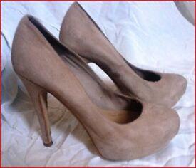 Ladies fashion platform Heels, shoes. Beige suede leather upper, size 4.