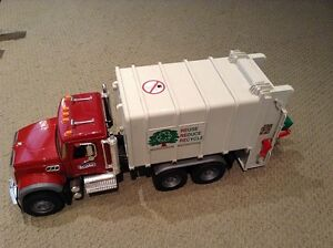 Bruder Reduce Reuse Recycle Truck